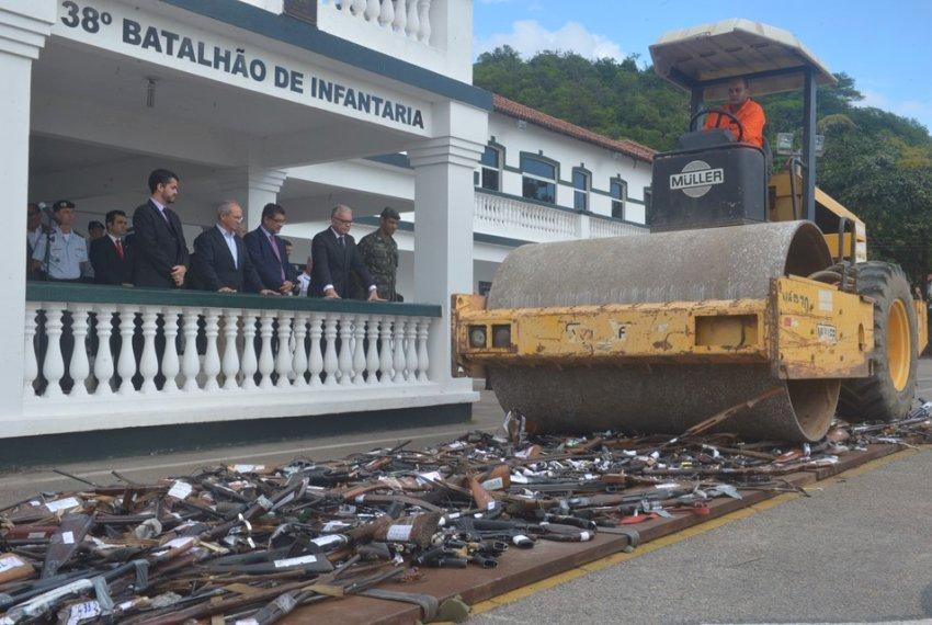 Armas apreendidas no Estado são destruídas