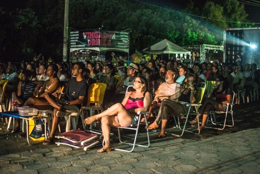 Cinema ao ar livre nesta sexta e sábado em Santa Cruz